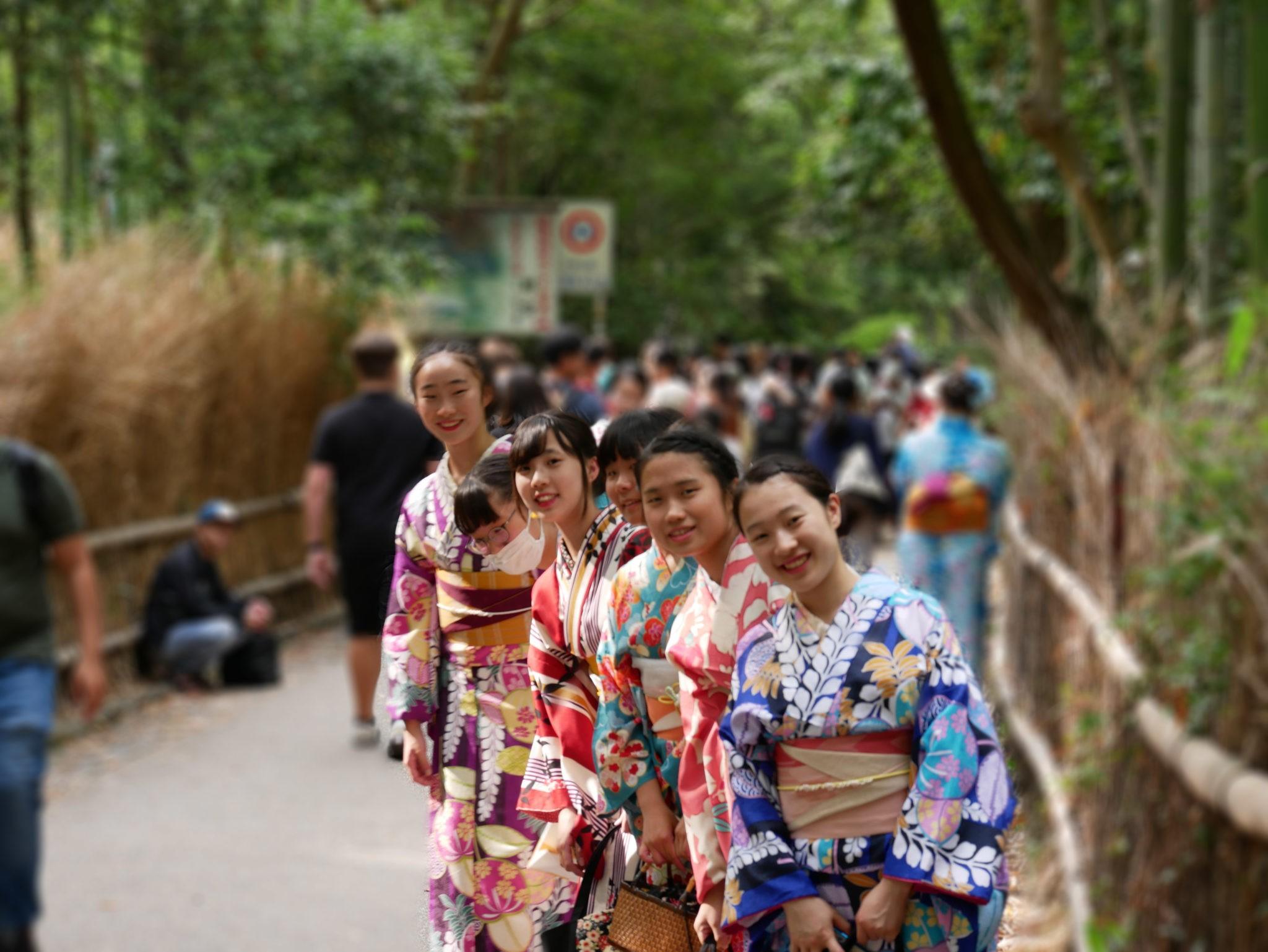 Ženy v japonských kimonech – vždy krásný pohled